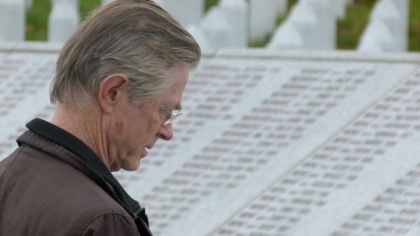 Joris Voorhoeve op Potocari memorial